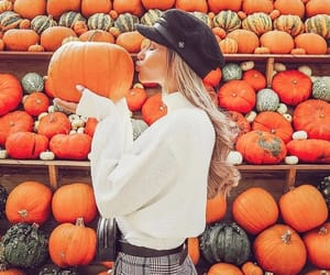 girl, calabazas, and otoño image