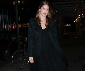Doutzen Kroes, night out, and street fashion image