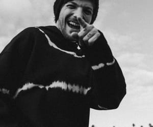 louis tomlinson, black and white, and laugh image