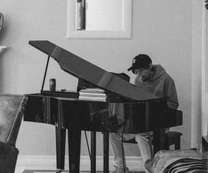 louis tomlinson, piano, and one direction image