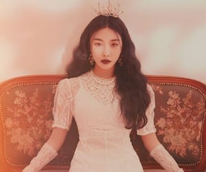 chungha, kpop, and Queen image