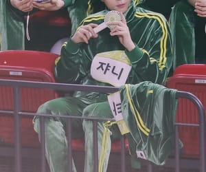 idols, korean, and winwin image