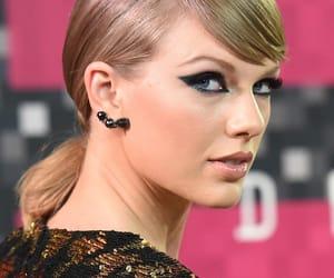 Taylor Swift, mtv vmas 2015, and 7 rings image