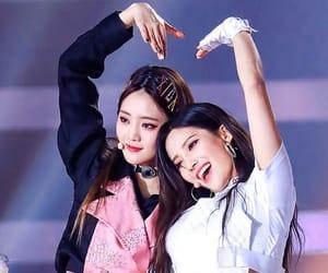 k-pop, soyeon, and 아이들 image