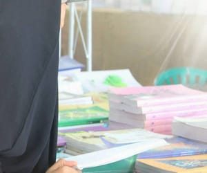 الحجاب, كُتُب, and مكتبة image