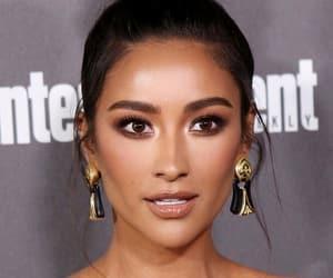 beauty, bun, and earrings image