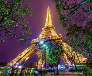 luces and torre eiffel image