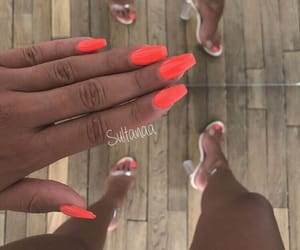 nails, bronzage, and ongles image