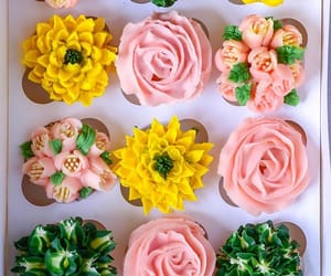 cupcake, cupcakes, and flowers image