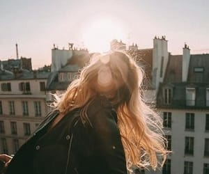 girl, city, and sun image