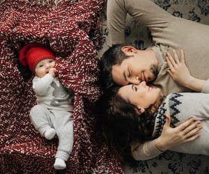 children, غرام, and عناق image