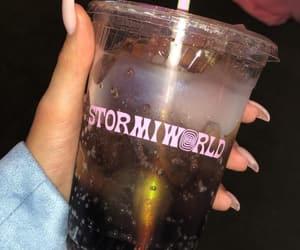 kardashian's and stormi image
