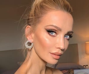 beauty, earrings, and highlighter image