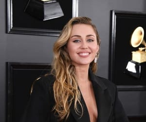 miley cyrus and grammy image