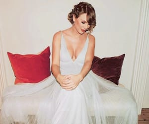 Taylor Swift, dress, and bafta image