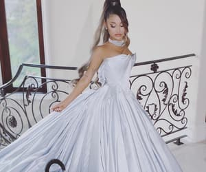 dress, lovely, and Queen image