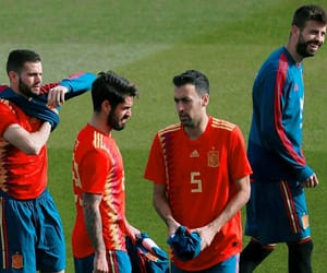 football, gerard piqué, and nacho fernandez image