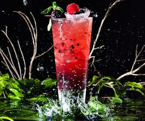 cocktail, rot, and wasser image