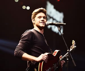 boy, niall horan, and guitar image