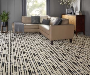 custom rugs, traditional rugs, and rug store image