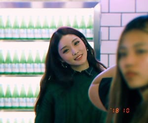 chungha, kpop, and soloist image