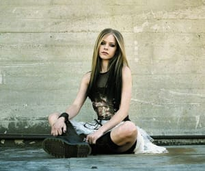 Avril Lavigne, grunge, and lbs image
