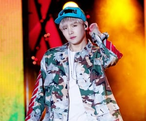 blonde hair, hip hop, and kpop image