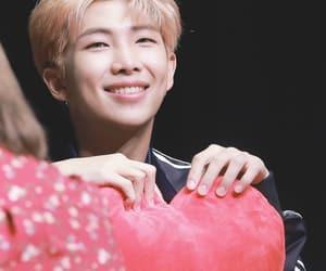 heart, korea, and kpop image