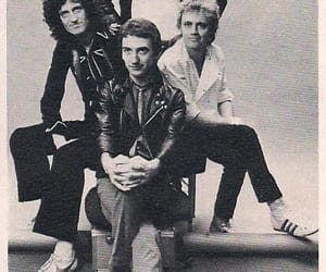 Freddie Mercury, iconic, and Queen image