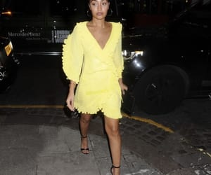 famous, singer, and leigh anne pinnock image