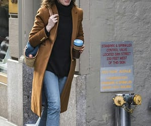 actress, Anne Hathaway, and street style image