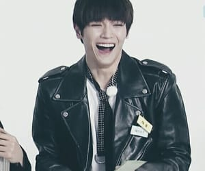 funny, kpop, and lee taeyong image