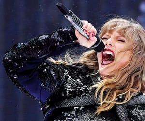 reputation stadium tour and Taylor Swift image