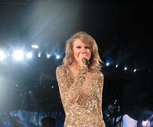 Taylor Swift and 1989 tour image