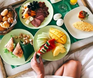 article, break, and food porn image