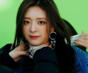 gif, shin yuna, and girl image