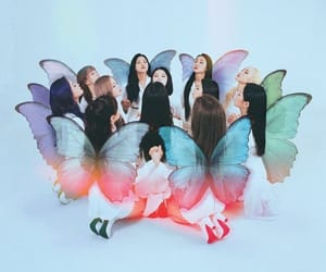 kpop, loona, and butterfly image