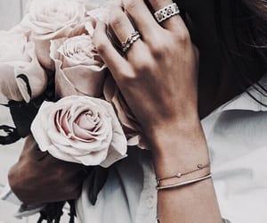 accessoires, bijoux, and details image