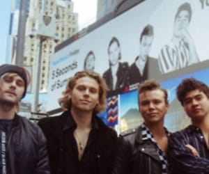 header and 5sos image