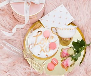chic, cup, and giftbox image