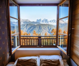 bed and mountains image