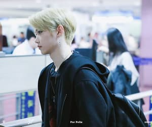 airport, 스트레이키즈, and blonde hair image
