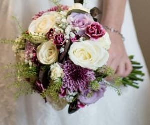 adriennes flowers and wedding flowers hockliffe image