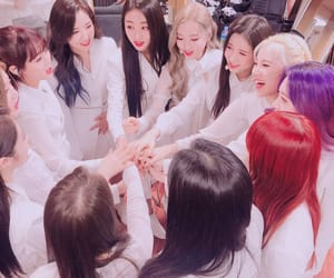 loona and group image