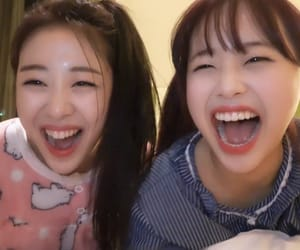kpop, yves, and chuu image