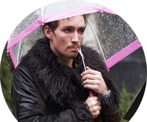 the umbrella academy, klaus hargreeves, and klaus hargreeves icons image