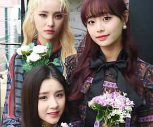 kpop, chuu, and heejin image