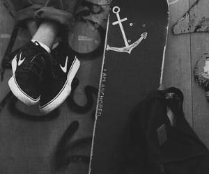 skeat, black+and+white+, and skeatboard image