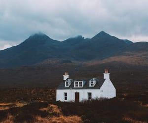 calme, maison, and solitude image