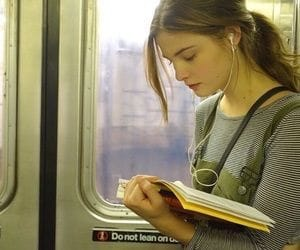 book, girl, and métro image
